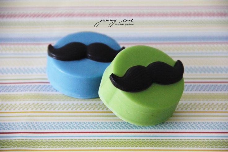 Oreos cubiertos de Chocolate con relieve de Bigotes - Chocolate Covered Oreos Mustache