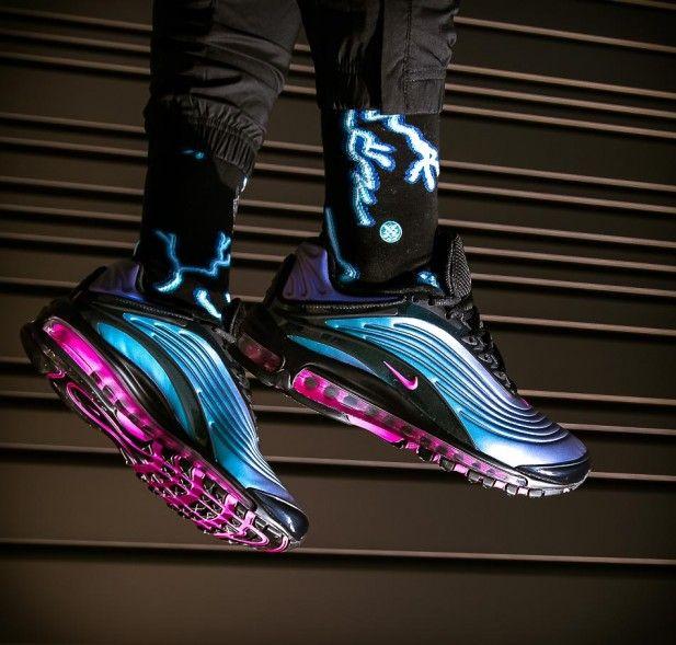 Schwarzer Air Max Deluxe Throwback Future Pack Black Regency Purple In Irisierendem Upper Und Einzigartigem Design Das Design Ist Nike Air Max Nike Air Nike