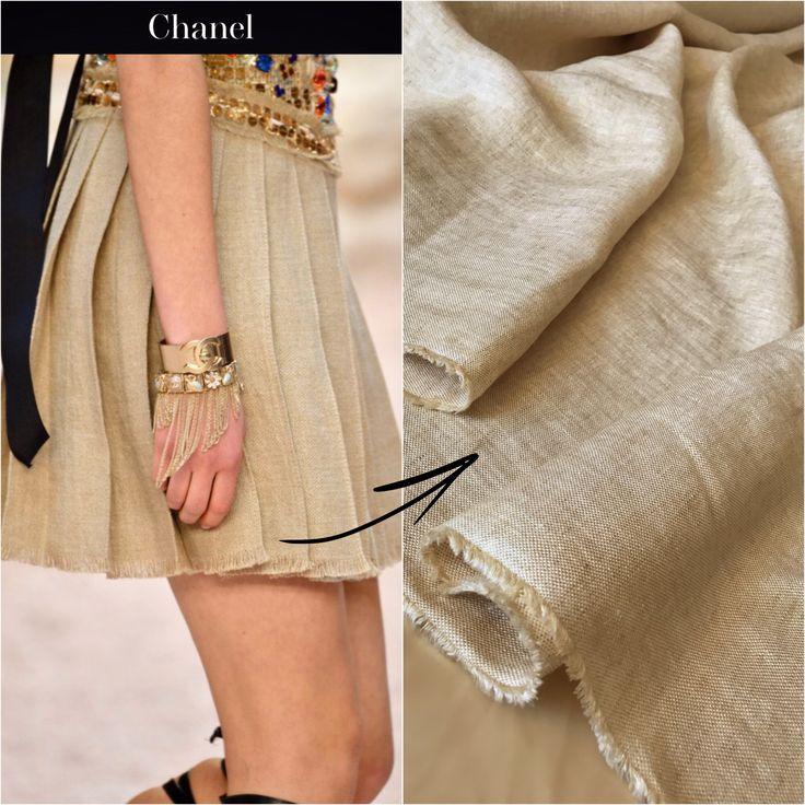Льняная юбка из последней коллекции @chanelofficial 😍Все,  что Вам необходимо, это написать нам: v/w +380505947894 Потому, что ткань, Итальянский Лен в наличии! В таком же цвете. Фактура и плетение нитей одинакова с #CHANELCruise! 🤗🤗🤗 По обеим сторонам кромки уже есть мелкая бахрома👍 Be trendy my fashionistas! #radatextile #showroompremiumfabrics