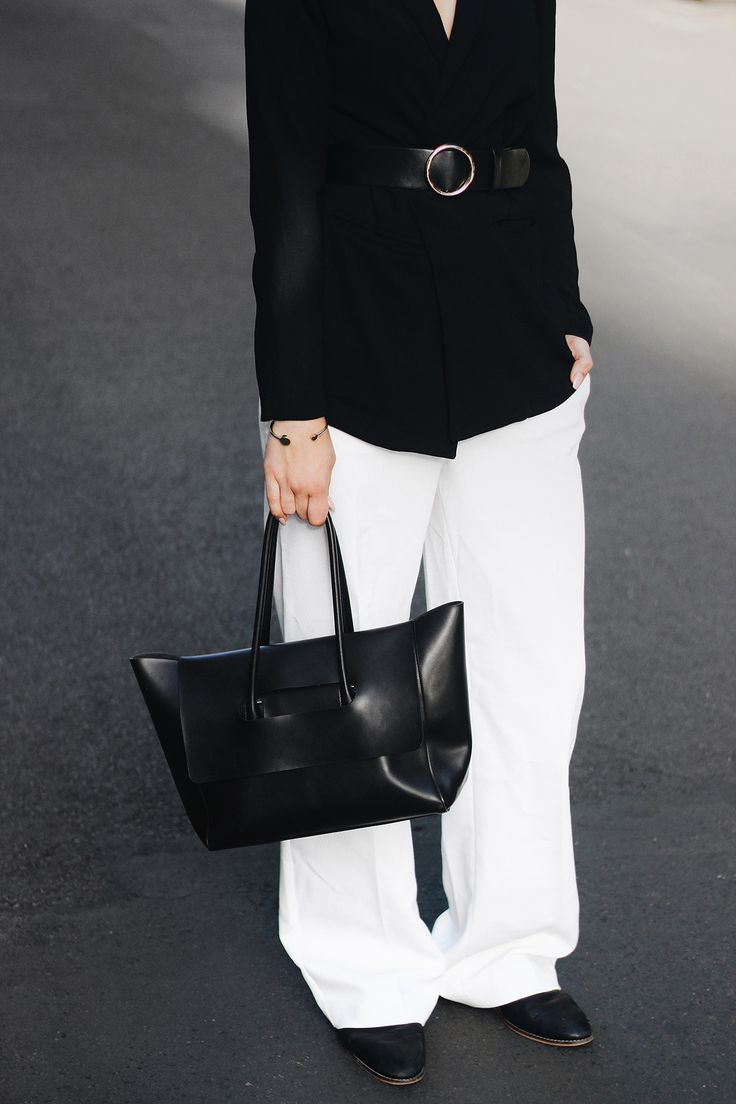 EDGY GIRL BOSSIN' Elisa from www.schwarzersamt.com is wearing a black and white suit combination with MANGO pants, ONLY blazer, MANGO trend belt, HIELEVEN bag and TOPSHOP flats. It's a minimal and monochrome outfit with dark lips and ic!Berlin sunnies to style it in a edgy way.