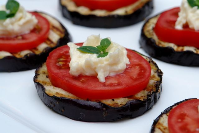 Eggplant Appetizer: Appetizers Recipes, Tomatoes Appetizers, Eggplants Recipes, Eggplants Appetizers, Holidays Snacks, Eggplantappet, Healthy Food, Grilled Eggplants, Parties Food