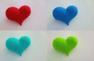 Corazón Amigurumi a Crochet - Patrón Gratis en Español - Versión en PDF - Click en la imágen de los corazones para su descarga aquí: http://hastaelmonyo.com/?p=2487  - Free English Pattern here: http://www.ravelry.com/patterns/library/pop-heart
