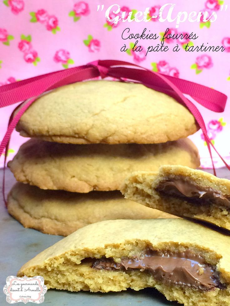 Recette facile des cookies fourrés à la pâte à tartiner. Ils se préparent en 15-20 minutes, cuisent en 12 minutes et se mangent en moins d'une minute en général ! Réalisez à la maison ces cookies fourrés à la pâte à tartiner de votre choix, voir même...