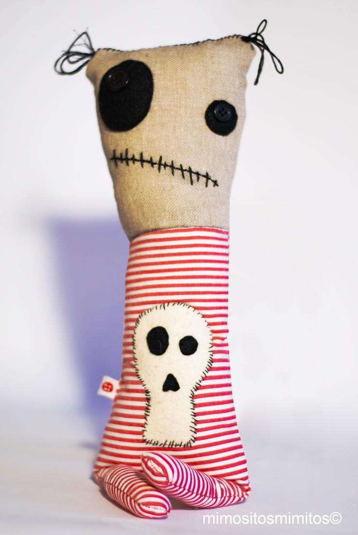 Halloween Frankenstein skull farrapo calavera rayas muñeco tela miedo terror rojo
