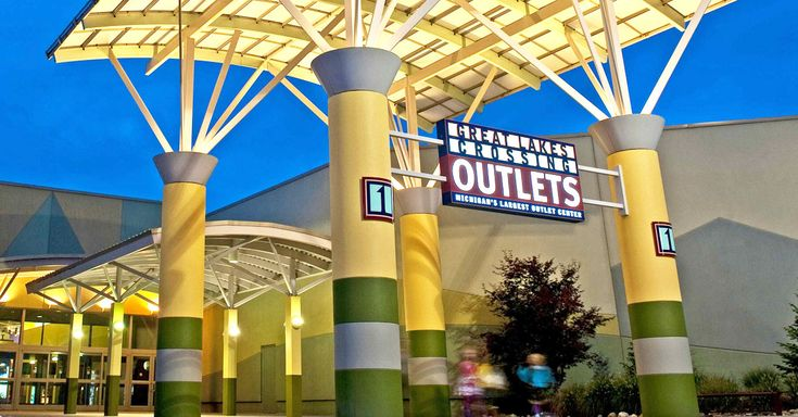 Dining at Great Lakes Crossing Outlets - Approx 20 miles from hotel. Rainforest Cafe, Toby Keith's I Love This Bar,  Johnny Rockets, Jeepers indoor amusement park. And more including shopping
