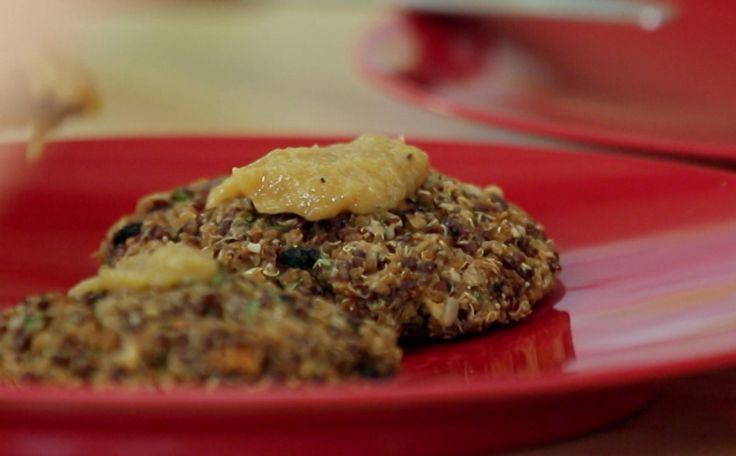Hambúrguer vegetariano de quinoa e cogumelos