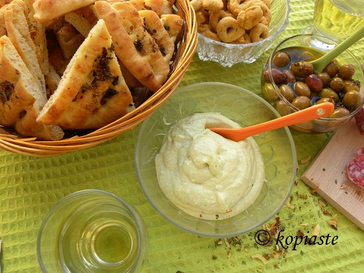 Greek Yoghurt, Feta and Pesto Dip. #Italinary #Italian_products #dip #linguine /   Ντιπ με Γιαούρτι, Φέτα και Πέστο. #Ιταλικά_προϊόντα #ντιπ #λιγκουίνε
