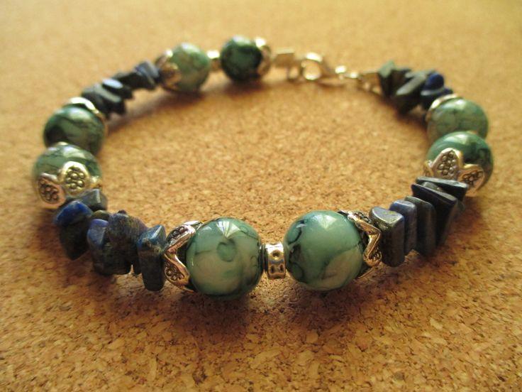 Lapis lazuli chips and glass beads bracelet