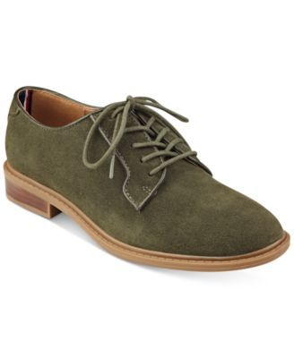 Tommy Hilfiger Jayar Lace-Up Oxford Flats $79.00 Tailored in menswear-inspired fashion, Tommy Hilfiger's Jayar oxfords bring a classic accent to any look.