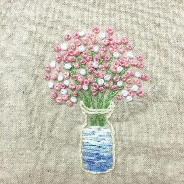 . 새로산 밀리너바늘 케이스 만드려고  #핑크핑크 #안개꽃 수놓음  . #프랑스자수 #손자수 #자수타그램 #꽃 #embroidery #handstitch #handmade  #pink #flowers #프롬유_자수일기