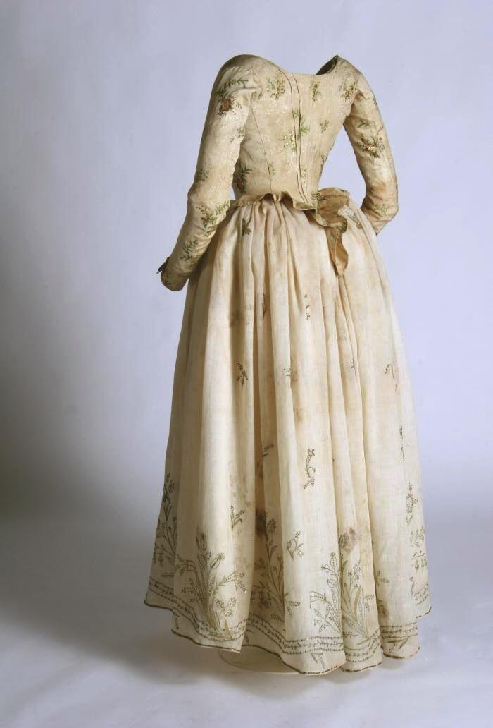 Bodice and petticoat ca. 1780-95 From the Museo del Traje.