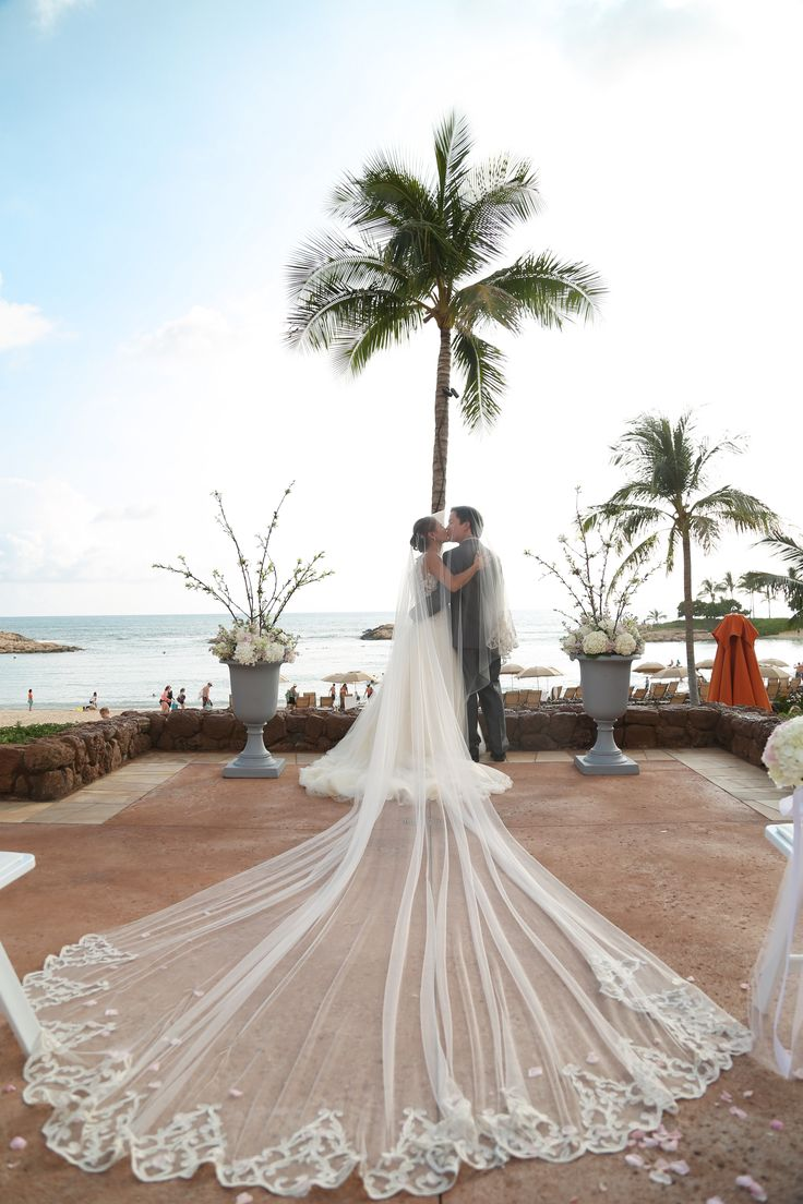 Weddings at disney parks and resorts - We Re Swooning Over This Modern Princess Inspired Wedding Veil At Aulani A Disney