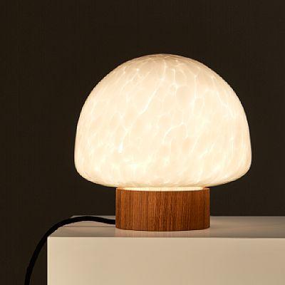 """CAROLINE OLSSON OSLO 1983  Bordlampe """"Skog"""", prototype/test fra produsent. 2013. Munnblåst, hvitt glass med dreid lampefot i eik. Oppl. 1/4. I produksjon ved Magnor.   Del av formgiverens Bacheloroppgave ved HiOA, produktdesignlinjen."""