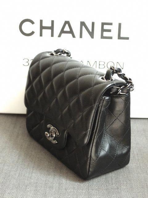 b4a76acd807c CHANEL mini-flap #bag #Chanelhandbags | Bags in 2019 | Chanel ...