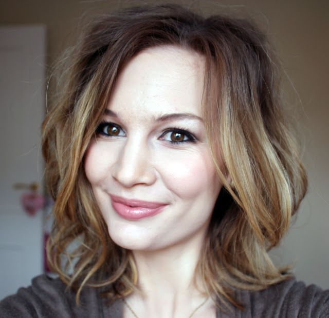 Anna Saccone: Beauty Tuesday: How I Style My Short Hair! (No Heat)