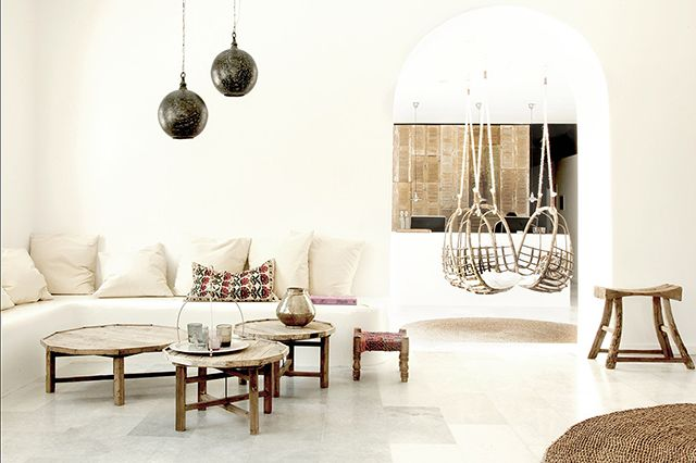 Come sail away to a Greek design oasis, and step inside the thoughtfully appointed hotel San Giorgio Mykonos.
