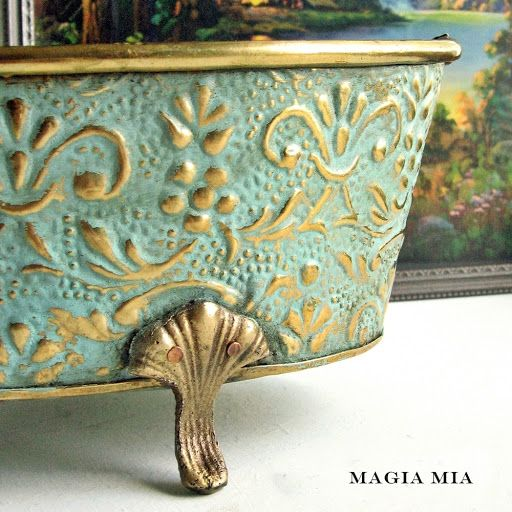 Magia Mia: DIY chalk paint, a bottle of acrylic craft paint and plaster of Paris.Tint with a hint of greenish aqua (like verdigris).