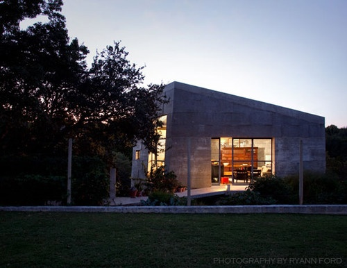 Freestanding concrete studio austin tx mell lawrence for Concrete house texas
