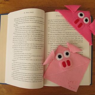 Bookpiglet. . . would work with construction paper and duct tape??????