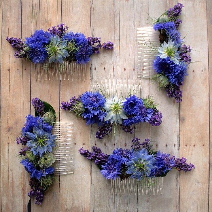 Floral combs with nigella flowers