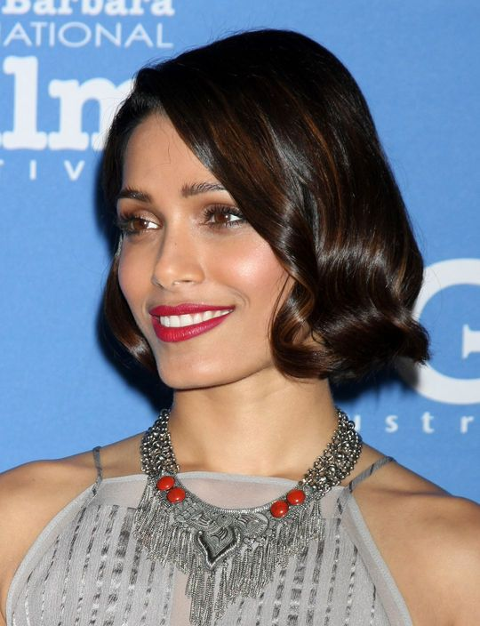 Hair Color Inspo: A Great Highlight Idea for Brunettes to Steal From Freida Pinto SUPER Pretty :)