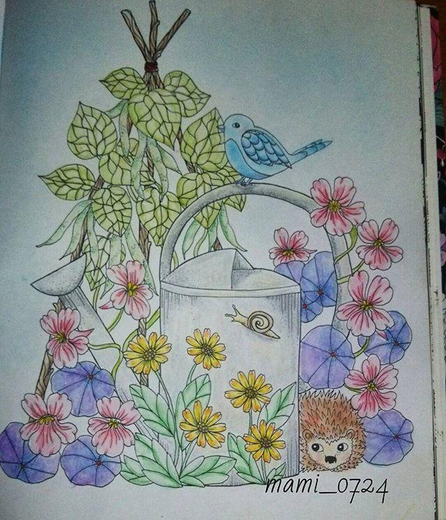 Instagram media mami__0724 - ムスっとした顔の青い鳥。 3回目の登場。  #大人の塗り絵 #コロリアージュ #幸せを呼ぶ青い鳥 #顔が残念 #私にそっくり #ぶさいく #あー塗り絵楽しい #クーピーの銀色使ったのに灰色 #残念 #色々残念 #今回はハリネズミもいますよ