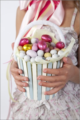 pop stick basket  Create this pop stick basket perfect as a gift or for an Easter egg hunt.