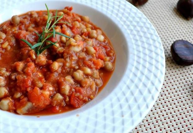 soup with chestnuts and chickpeas