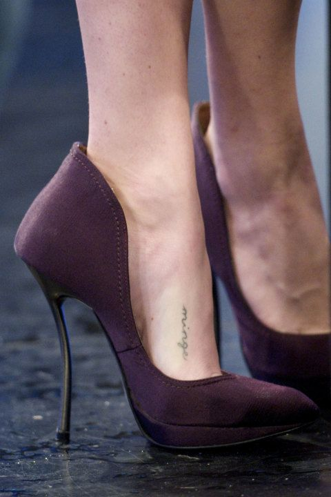 Amanda Seyfried's high deep burgundy heels