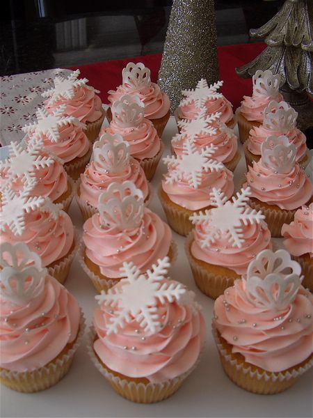 Pink Winter Wonderland Cupcakes.  Love the pearls and frosting