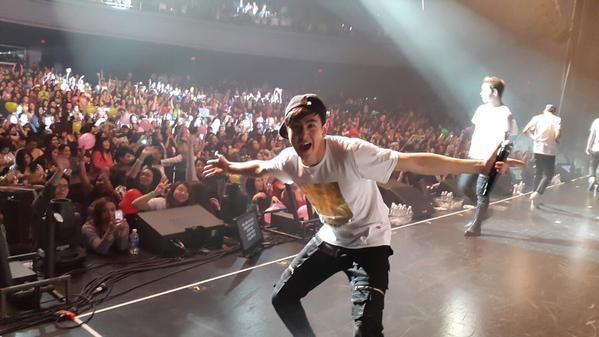"""2PM Nichkhun, Crazy Dance At Chicago Concert """"So Much Fun"""" http://www.kpopstarz.com/articles/138271/20141119/2pm-nichkhun-crazy-dance-at-chicago-concert-so-much-fun.htm"""
