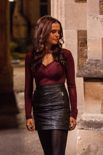 Rose Hathaway (Zoey Deutch). love this outfit!