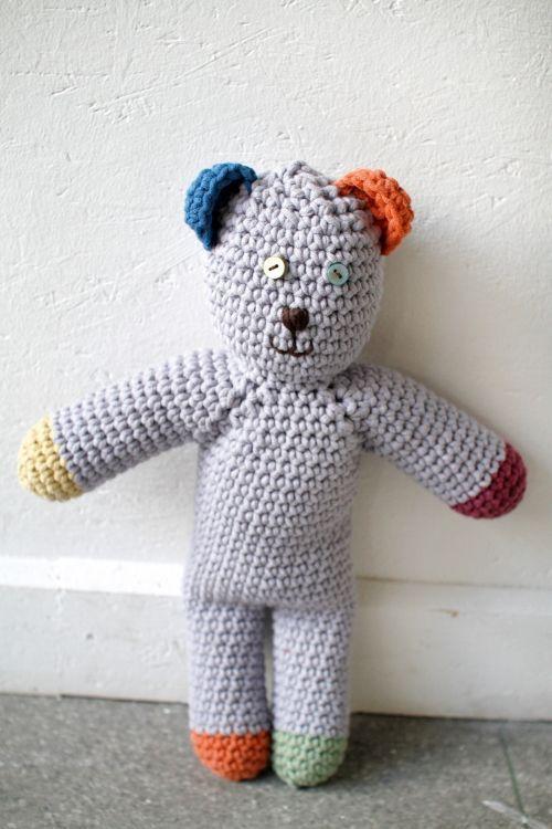 Dieser Häkelbär erobert Kinderherzen im Handumdrehen und ist ganz leicht zu häkeln.