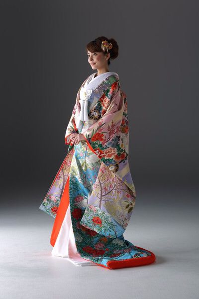 the-wedding.jp Colorful Iro-uchikake wedding kimono