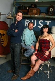 American Pickers is set in LeClaire, Iowa.  Danielle and Frank are from Davenport and Mike is from Bettendorf, Iowa.