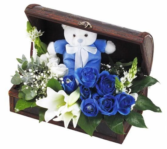 flower arrangements with blue roses and unique gift ideas