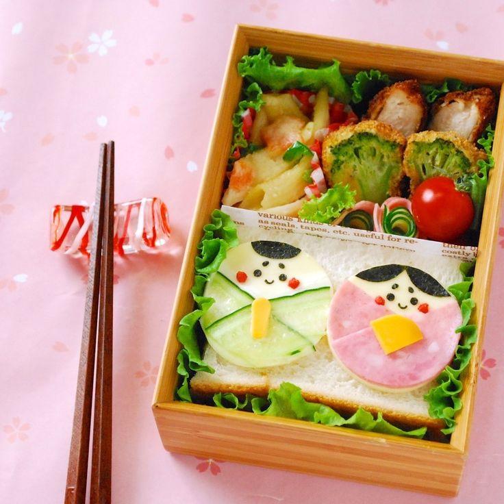 ohayougozaimasu!!    今週はひな祭りがあるのでお弁当にもお雛様〜。 チーズをベースに作ったお雛様をサンドイッチにペタッと貼るだけなので簡単に作れますよ(^0^)   ではレシピです。
