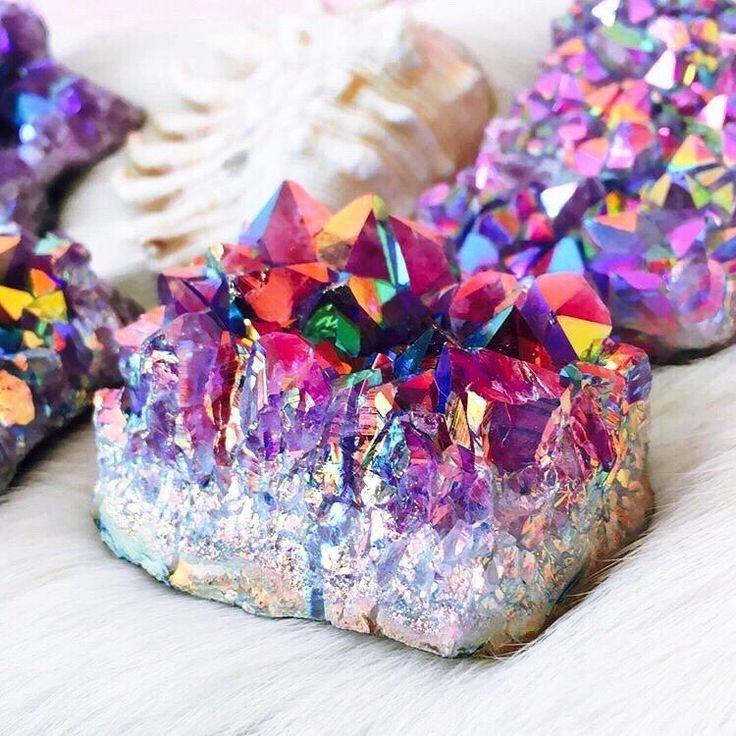 Rainbow aura Quartz in titanium reminds me of mermaid treasures & fairy bread. Such a pretty gem crystal