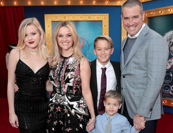 """Reese Witherspoon talks about women and that dirty word: """"ambition"""""""