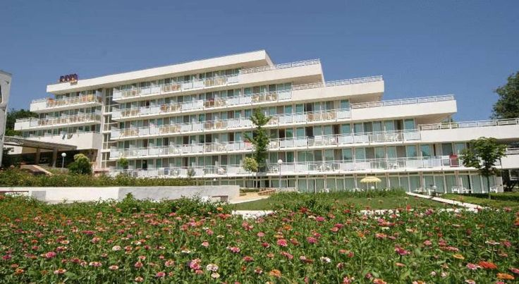 Hotel Com Albena, oferte sejur 5 nopti, masa all inclusive plus, early booking 2016, amplasat pe plaja, piscina exterioara, sezlong si umbrela gratuit pentru fiecare camera pe plaja.