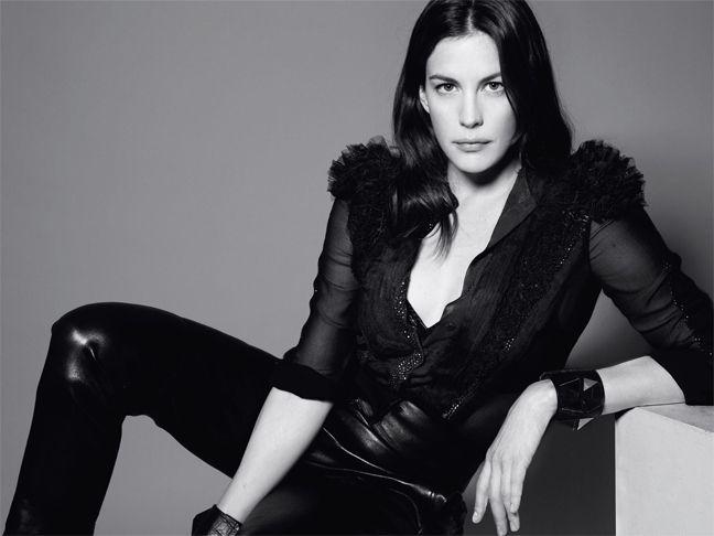 Liv Tyler chante INXS dans le nouveau clip de Givenchy.