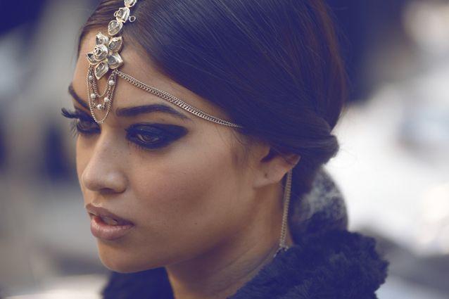 sailingsoul-s: Shanina Shaik backstage @ CHANEL Paris-Bombay o0o0o0o shanina