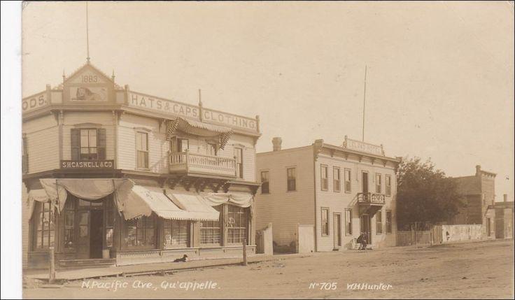 RP: N. Pacific Avenue , QU´APPELLE , Saskatchewan , Canada , 00-10s : S. H. Caswell & Co. Store