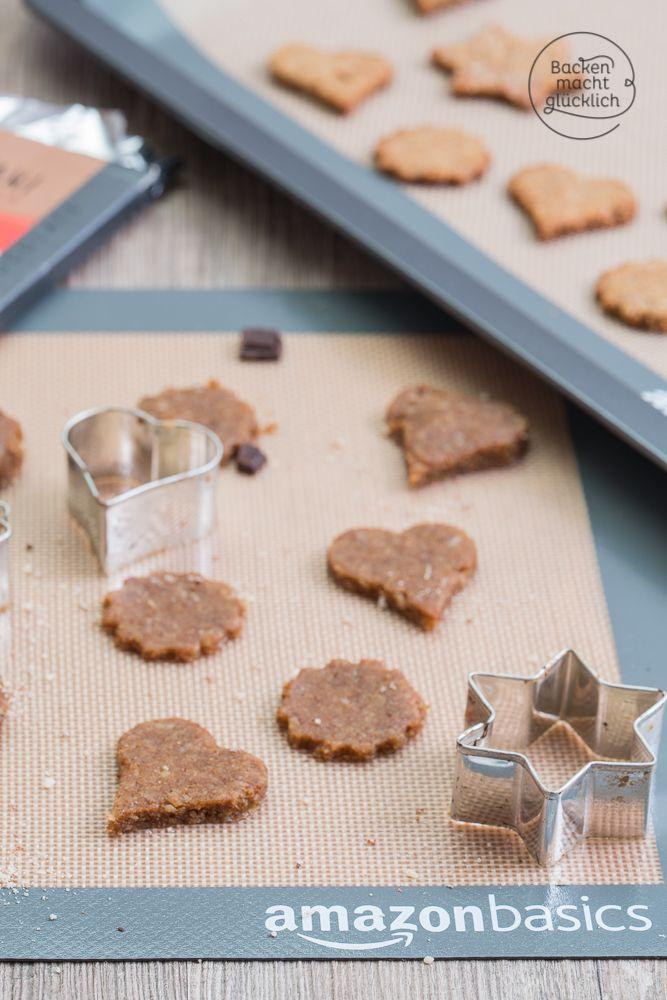 Tolles Rezept für die Clean Eating Weihnachtsbaeckerei: Diese Plätzchen zum Ausstechen sind glutenfrei, kohlenhydratarm und extrem variabel.