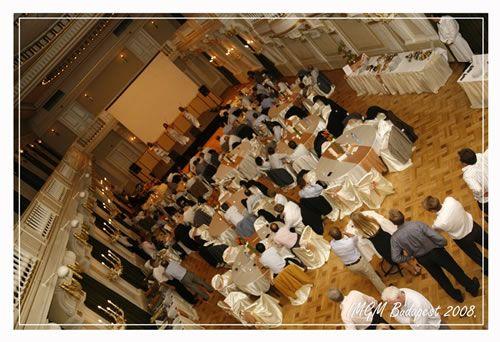 Ha szeretné, hogy mindenki irigykedjen esküvője miatt kérjen fel minket szervezőnek!  http://www.parteam.hu