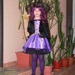 Costume si accesorii pentru fete si fetite cu tematica personaje de desene animate si Halloween. Vezi cele mai frumoase costume de rol si carnaval pentru fetite, zane, printese, personaje din My Little Pony sau Frozen, din basmele pentru copii, vrajitoare de Halloween sau animalute.