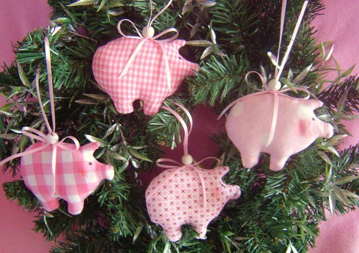 Baumschmuck: Stoff - 4x Glücksschweinchen*Baumschmuck*Weihnachtsdeko* - ein Designerstück von Leas-Kinderwelt bei DaWanda