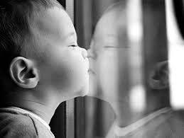 A földi világban minden változó, ez az oka, hogy egyetlen ígéretre sem építhetjük az életünket. Fogadd el, hogy könnyebb legyen: a hűség önmagunkhoz, ez lehet az egyetlen támpont. Mert miközben másoknak próbálunk megfelelni, görcsös helytállás-vággyal, vad erővel árulhatjuk el saját igényeinket, szinte észrevétlenül letérve az útról. Légy őszinte és hiteles, először is befelé – ez hozhat tartós harmóniát számodra. (csszabovirag)