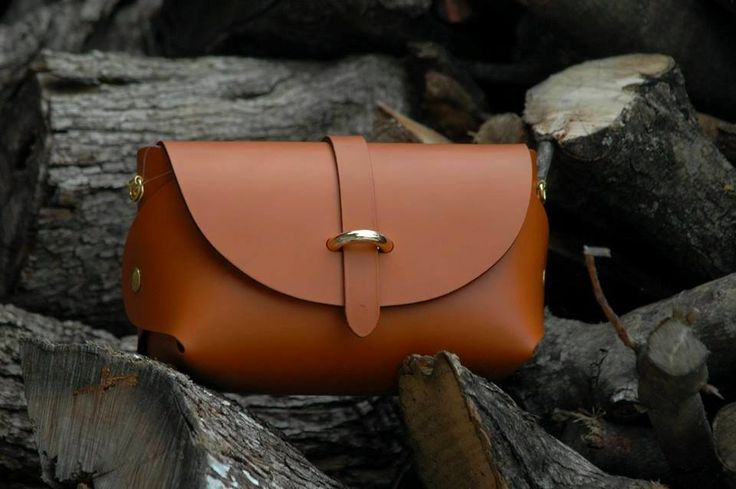 Camel and lovely!!  Leather bag in camel #viceversa