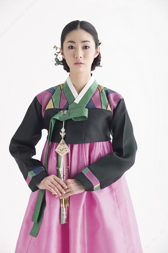 Hanbok / Modern / Geometric / Gorgeous I'd say this is for the hipster designer korean bride. Maybe Kate Bush would do not. I would!!!!!!! Koreabridge.net